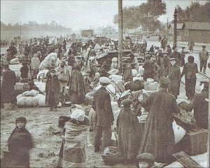 9 Беженцы на железнодорожной станции